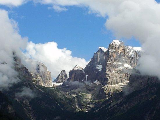 Hotel Lorenzetti : Splendida vista delle Dolomiti del Brenta