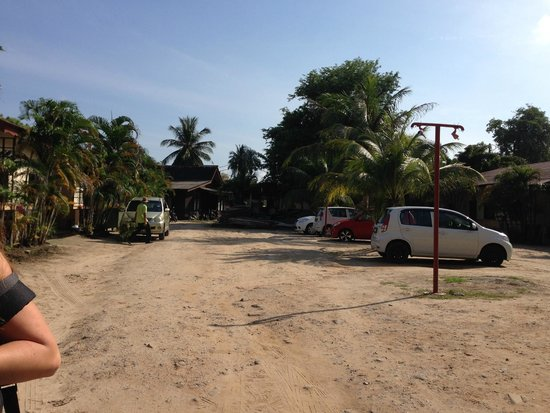 Malibest Resort: Parkplatz/Hinterhof