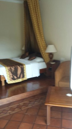 Hotel Suisse: Bed