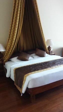 Hotel Suisse: Bed -