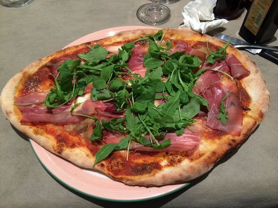 Pulcinella: Pizza avec supplément speak à 0,5€