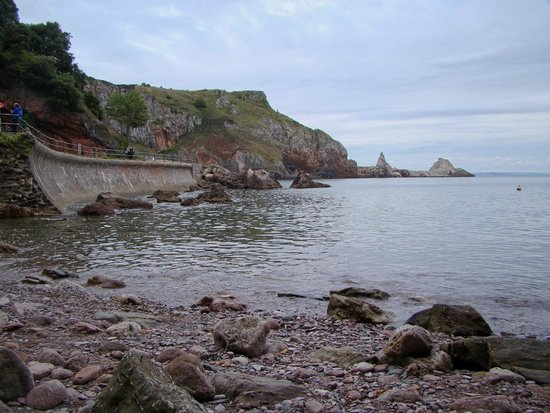 Anstey's Cove: Concrete and rocks