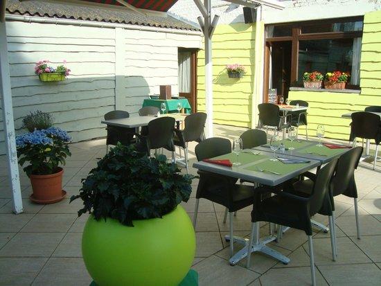 la terrasse picture of le grill en herbe jurbise. Black Bedroom Furniture Sets. Home Design Ideas