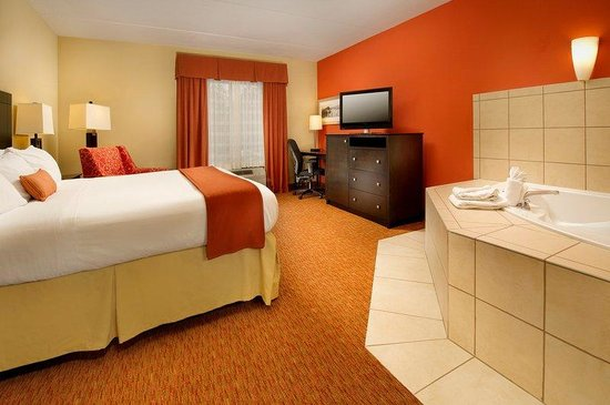 Holiday Inn Express & Suites Chattanooga Downtown: Jacuzzi Suite