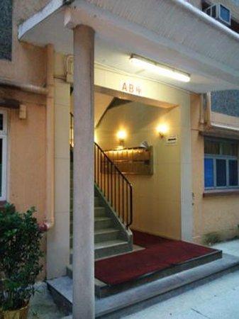 Comfort Lodge Hong Kong: さらに最初に出てくるこのAB棟の階段を