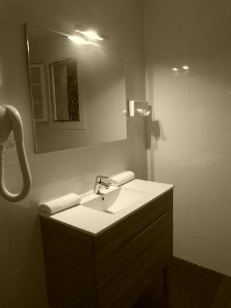 Les Jardins de Cassis : Perfect bathroom