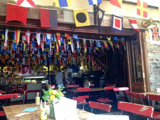 Cafe Alf Resco: Interior regatta bunting