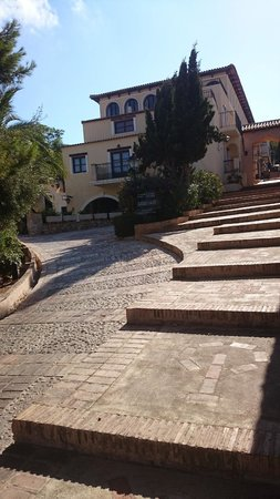 Pueblo Acantilado Suites: After the entrance you need to climb up these stairs...