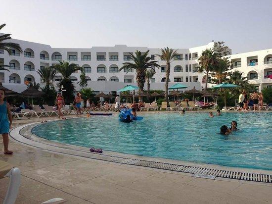 Vincci Nozha Beach Resort : piscina e la struttura