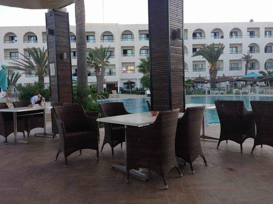 Vincci Nozha Beach Resort : bar della piscina