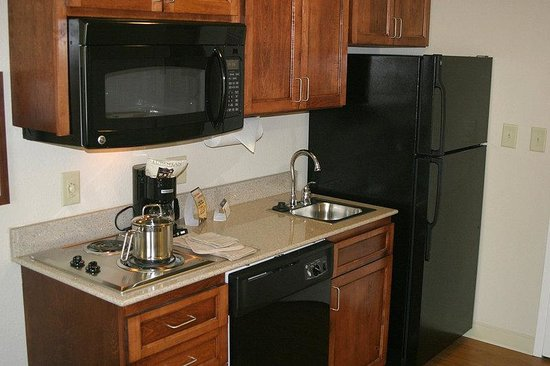 Candlewood Suites Macon: Stove, Microwave, Sink & Full Size Fridge