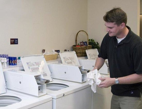 Candlewood Suites Macon: Laundry Facility