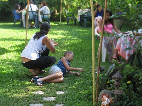 B&B Villa delle Vacanze: in giardino durante la colazione