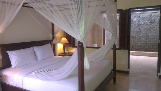 Puri Bunga Resort and Spa : Room with en-suite in the background