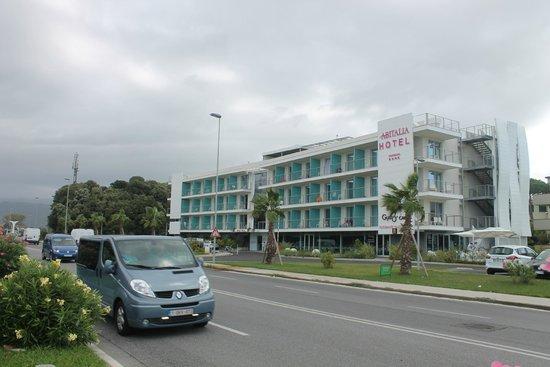 Uappala Hotel Viareggio: Вид на отель, когда идешь с моря