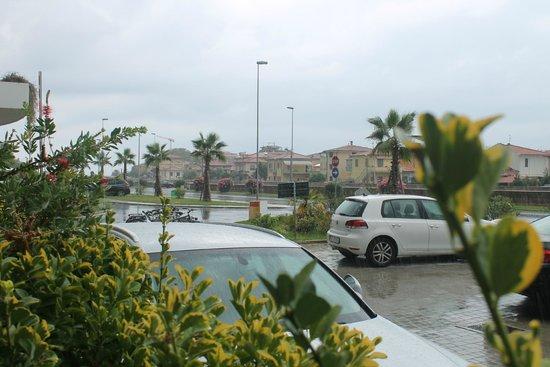 Uappala Hotel Viareggio: Вид из номера первого этажа
