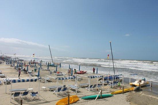 Mercure Viareggio: Пляжная линия