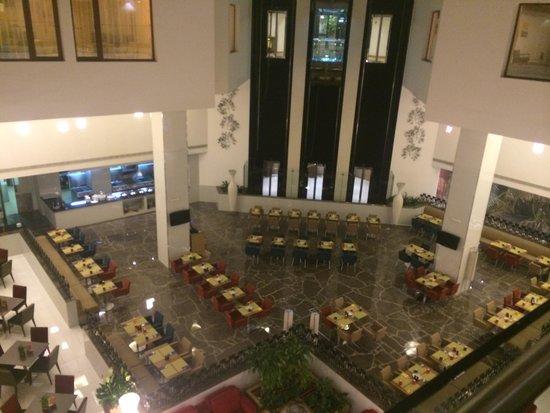 Park Inn by Radisson Muscat: Atrium view