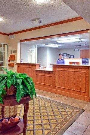 Candlewood Suites Nogales: Front Desk