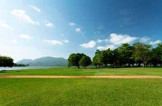 Amaya Lake: Resort Gardens Overlooking Lake