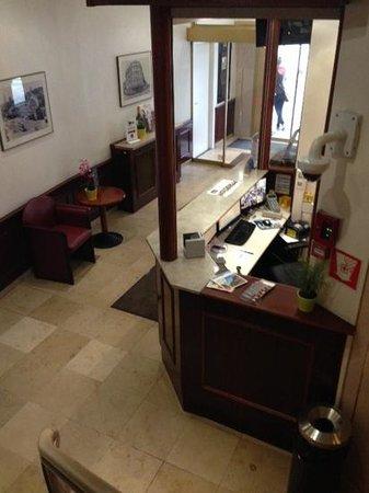 Univers Hotel & Brasserie : reception