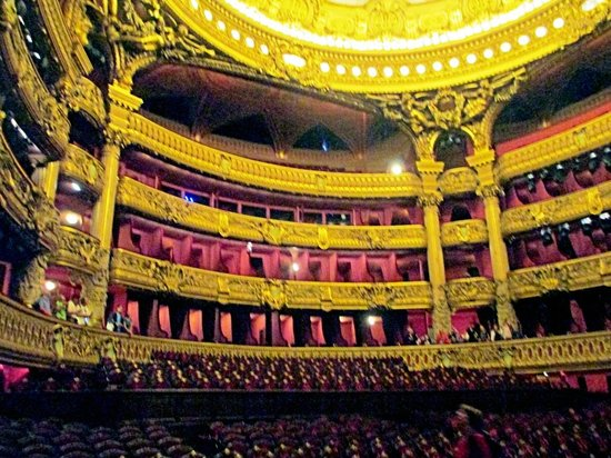 Opéra Garnier : Gold and red plush abound in the auditoium