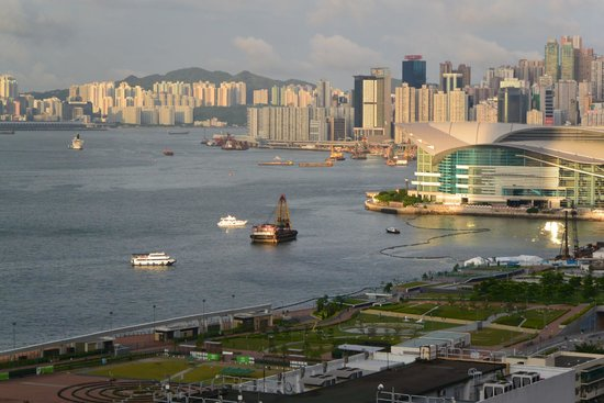 Mandarin Oriental, Hong Kong: From my room (7th floor) across the West harbor.