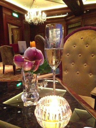 Island Shangri-La Hong Kong: cocktails in the Horizon Club