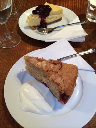 Cafe Concerto: Delicious warm raspberry and almond cake, and cheesecake