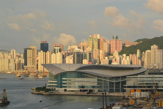 Mandarin Oriental, Hong Kong: From my room (7th floor) across looking east.