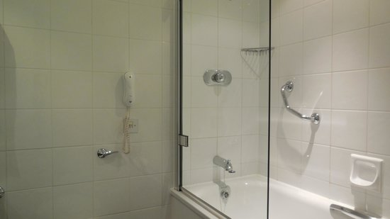Sofitel London Gatwick : Bathroom