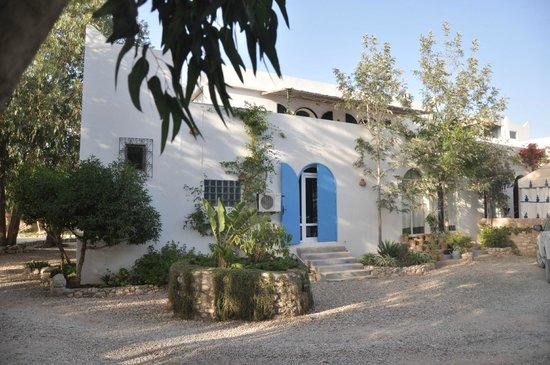 Villa Daba: Une des fascades