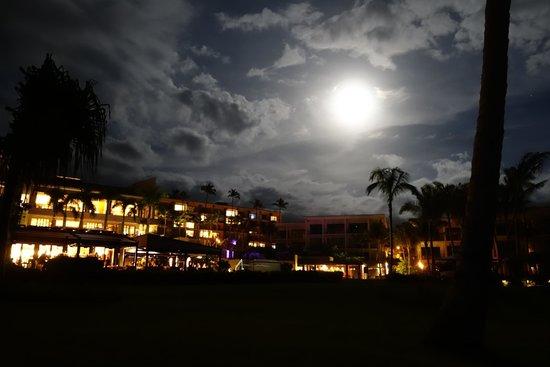 Andaz Maui At Wailea: Hotel im  Mondlicht