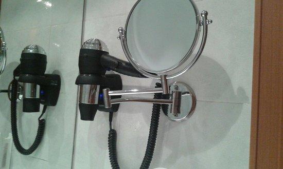 Tryp Barcelona Apolo Hotel: Fono e specchio
