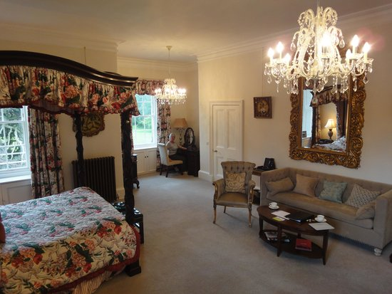 Carberry Tower Mansion House and Estate: Bedroom of Royal suite