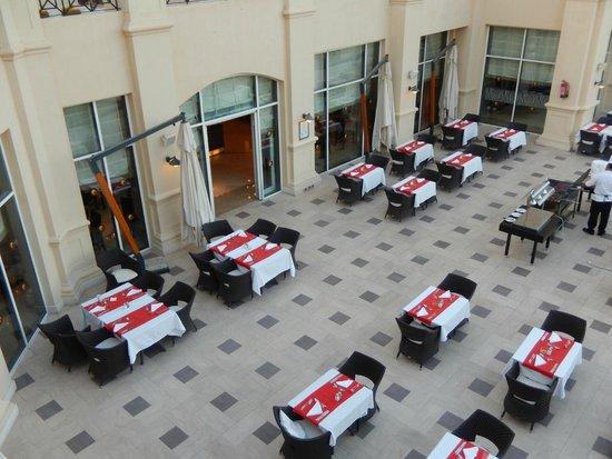 Cleopatra Luxury Resort Sharm El Sheikh: Outside Dining