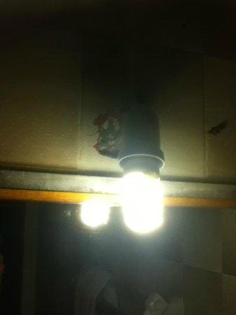 Elounda Princess: dodgy light fittings,no lampshades