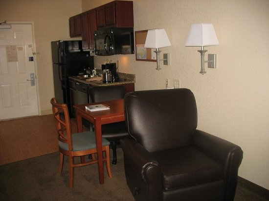 Candlewood Suites Lexington : Studio Suite Kitchen and Work Area