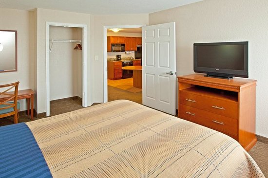 Candlewood Suites Lexington : One Bedroom Suite with One Queen Bed