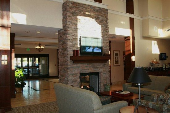 Staybridge Suites Stafford: Guest Lounge