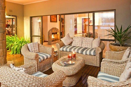 Boulders Lodge & Spa: Lounge on deck