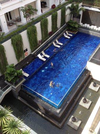 Le Meridien Singapore, Sentosa : ホテルのプールです