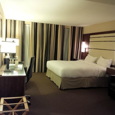 Hotel Le Cantlie Suites: Good-sized room