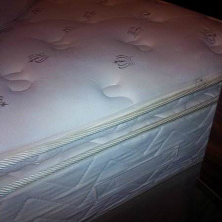 Hotel Le Cantlie Suites : Super comfy mattress. I want one at home!