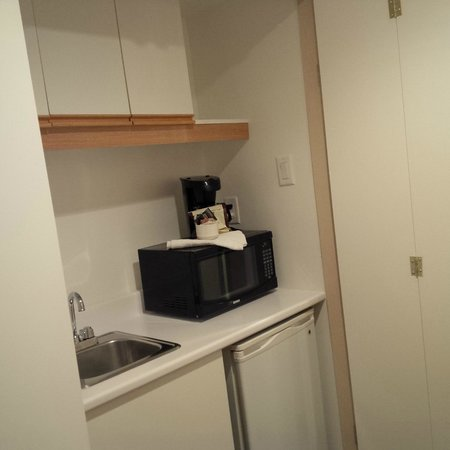 Hotel Le Cantlie Suites: Kitchenette (didn't make us of it, mind you...)