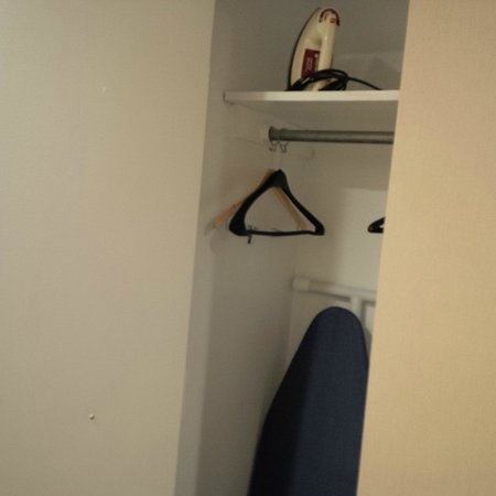 Hotel Le Cantlie Suites : Yup, that's a closet...