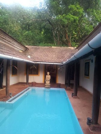 Siolim House : Swimming pool in the centre courtyard