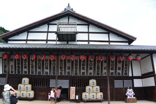 Former Konpira Old Theater Kanamaruza: 建物の全景です