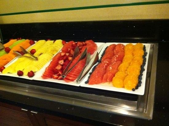 Crowne Plaza White Plains Downtown : very good breakfast with fruit