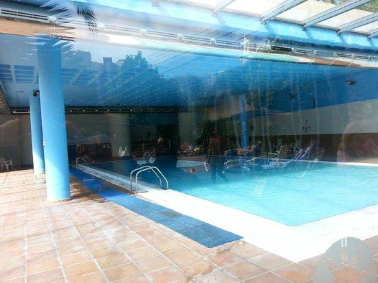 Melia Benidorm: piscina cubierta y jacuzzis